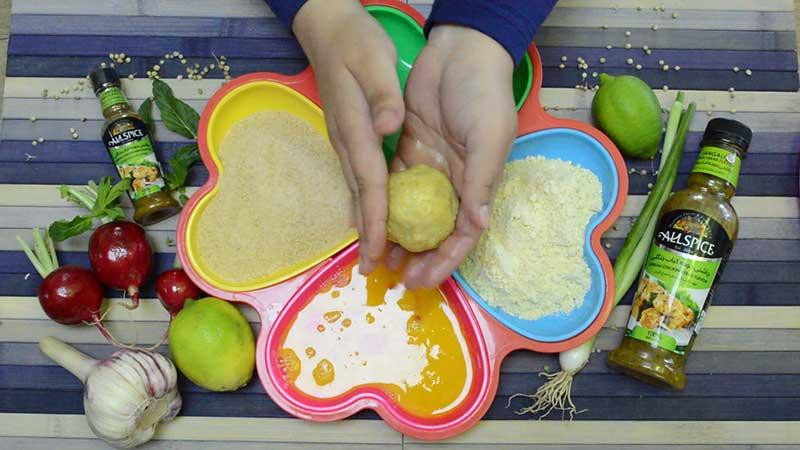 نحوه گرد کردن کوفته برنج آرانچینو