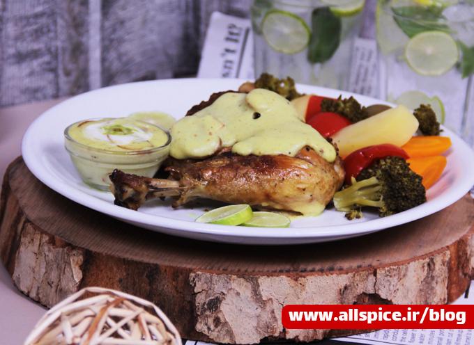 مرغ سرخ شده همراه سبزیجات و سس قارچ