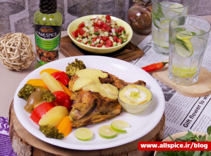 مرغ سرخ شده یک غذای سالم با سبزیجات آبپز